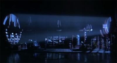 Première apparition de Bruce Wayne dans Batman Returns : seul dans son immense bibliothèque, lumières éteintes, le signal vient littéralement l'illuminer.