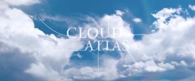 La typographie du titre de Cloud Atlas, avec ses lettres reliées entre elles, en dit long.