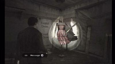 Si vous avez joué à Silent Hill : Shattered Memories, la robe avait-elle la même forme et la même couleur ?
